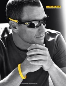 OakleyLans 231x300 חברת לוקסאוטיקה ישראל בקמפיין למשקפי אוקלי לקיץ 2010